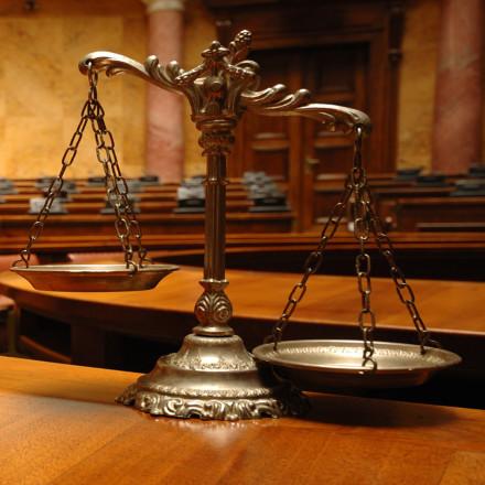 Nuestro compromiso con la justicia, la equidad y la ética profesional, son baluartes de nuestra vocación por el Derecho.<br />